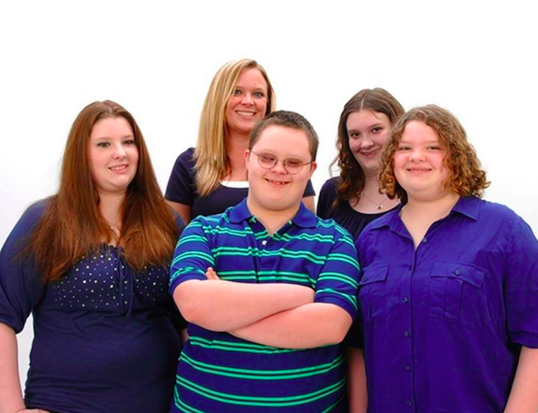 Dawn Rewerts Jenks image of 5 siblings together, professional photo
