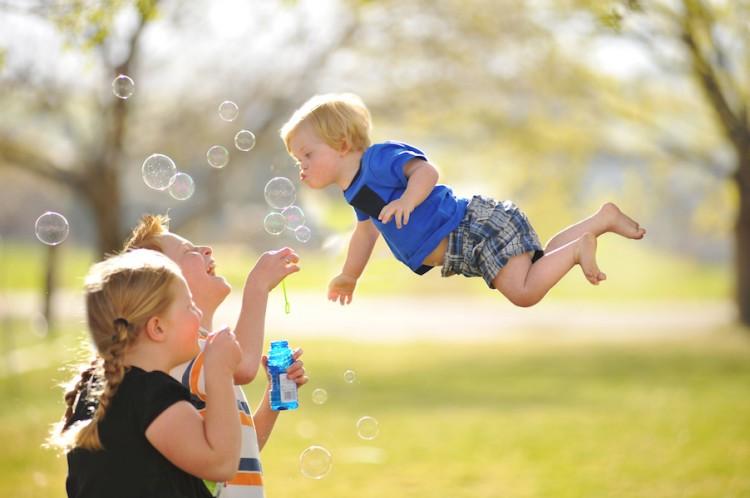 Wil flies bubbles