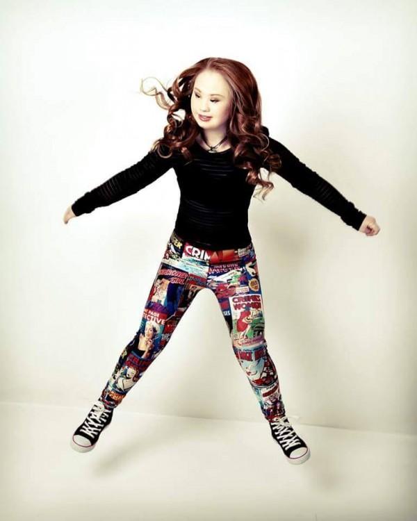 Jump shot of Madelyn Stewart.