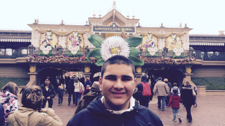 boy at disneyland