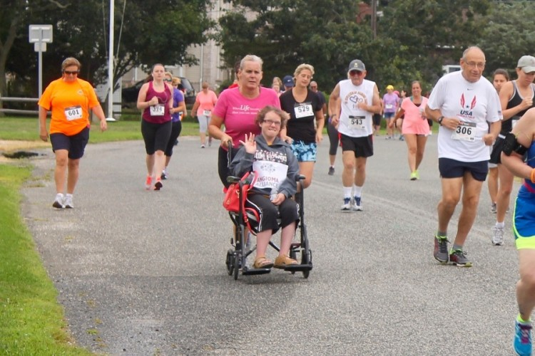 Eileen and Johanna at the start of the 5K race in Jamesport on August 23. (Photo credit: Denise Civiletti/RiverheadLOCAL.com)