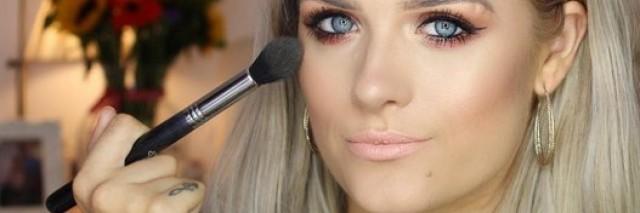 Jordan Bone doing her makeup