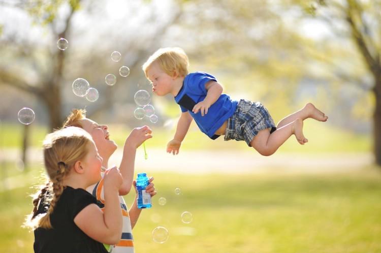 Wil-flies-bubbles-750x498
