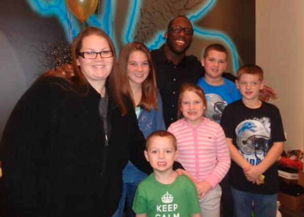 Sarah and her children with Detroit Lions player Stephen Tulloch