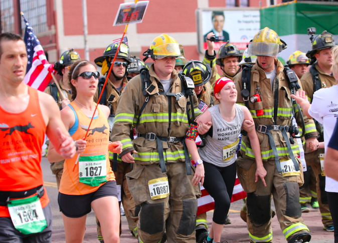 runner with cerebral palsy completes half marathon with 2 firefighters