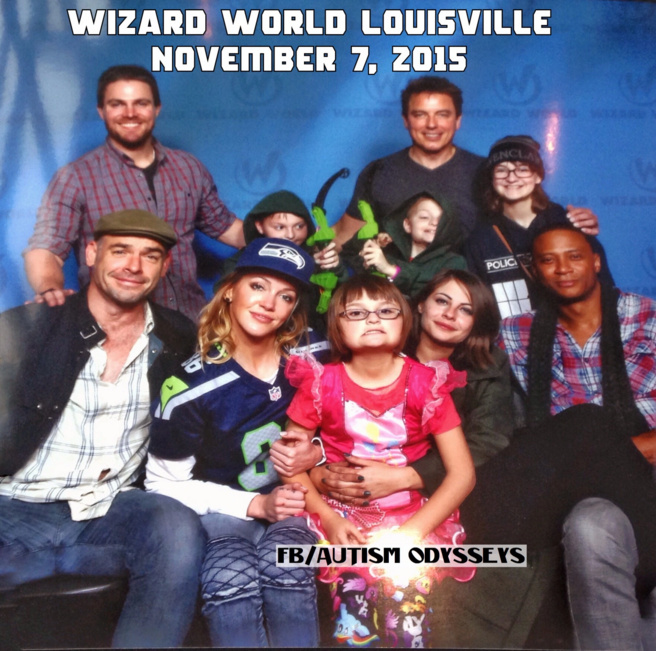 "The cast of ""Arrow"" posing with a family at Wizard World Louisville"
