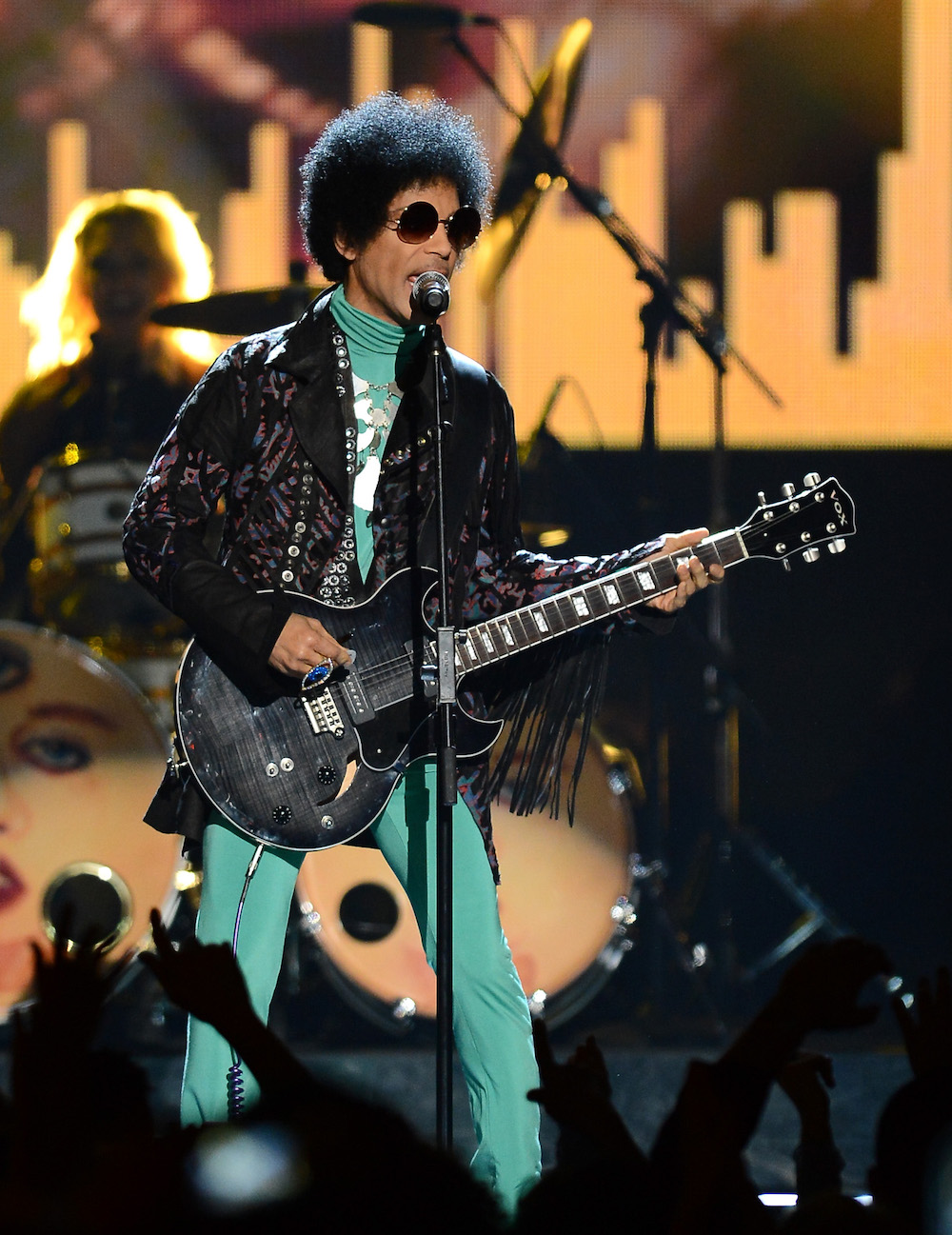 prince performing