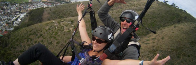 Laura paragliding