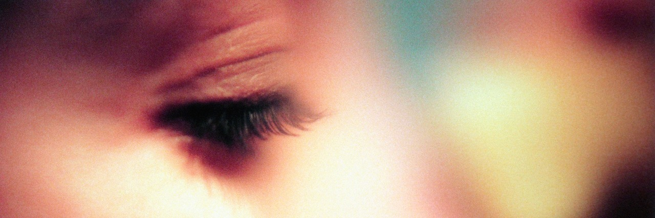 close up on the woman's eyelashes