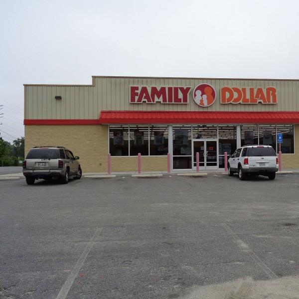 Family Dollar Store Storefront