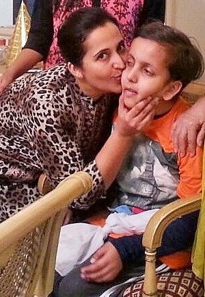 Saira kissing her son, Amaan.