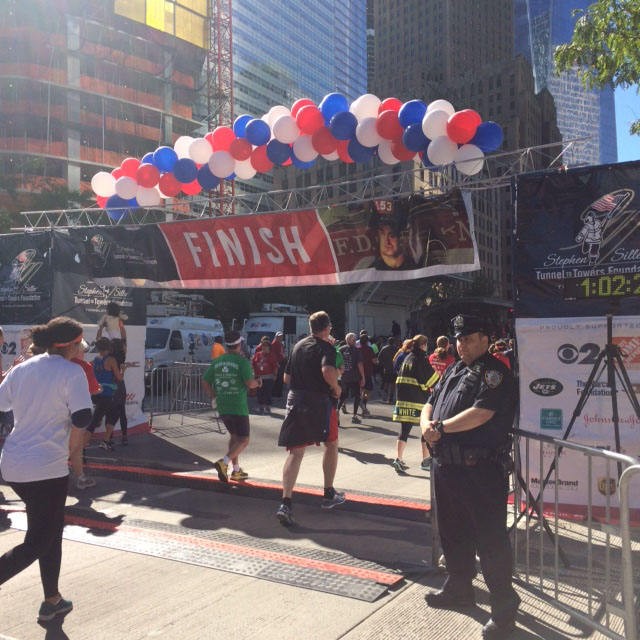 balloons at the finish line of the 2016 tunnel to towers 5k