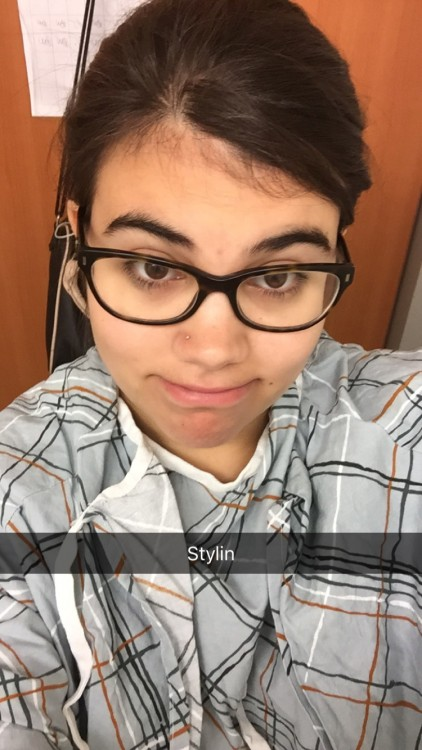 Ilana's selfie in the hospital with the caption 'Stylin'