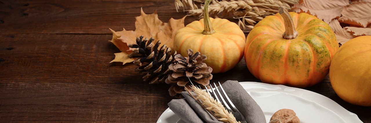 autumn table setting with pumpkins and acorns