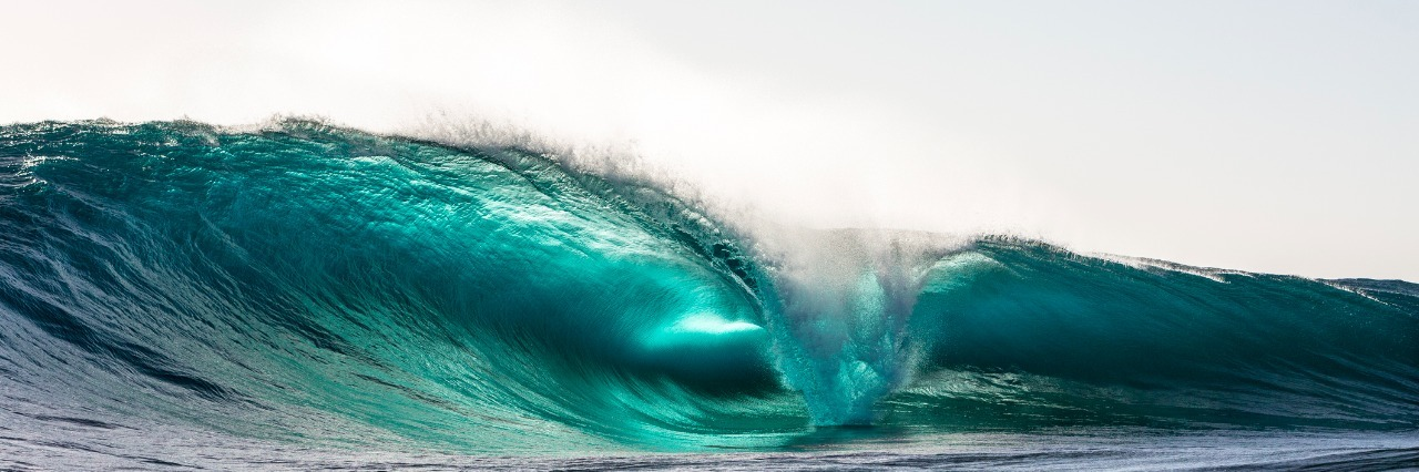 waves crashing in the ocean