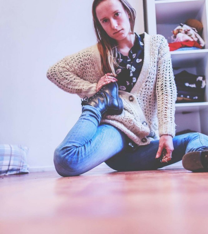 woman sitting on floor bending her knee back the wrong way