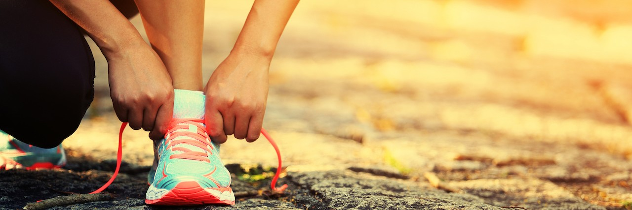 A female runner lacing her shoes
