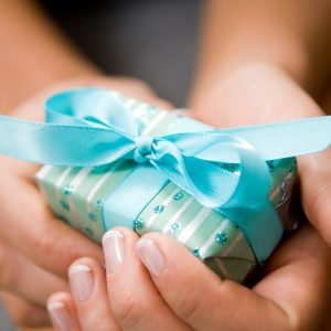 Hands holding gift.