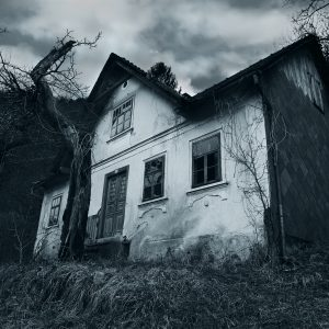 monochrome image of horror movie house abandoned spooky