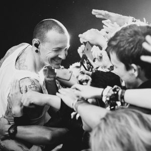 Chester bennington in belgium with crowd at gig