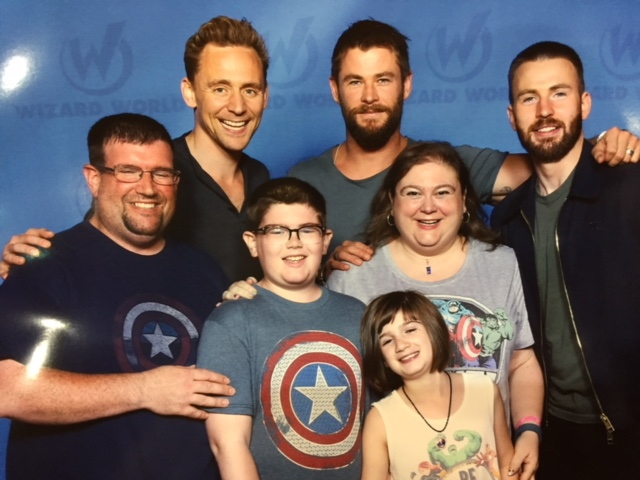 family with tom hiddleston, chris evans and chris hemsworth at comic-con