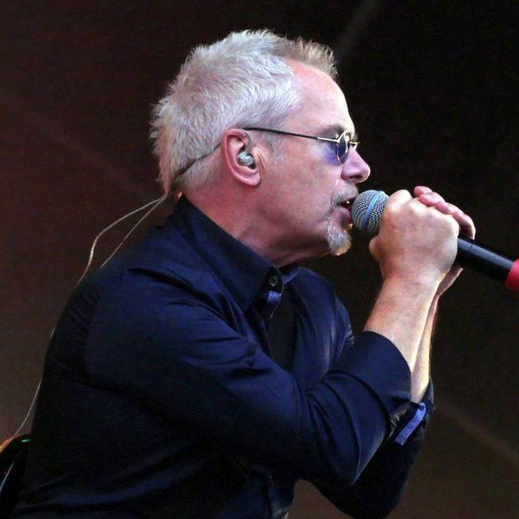 Photo of Nik Kershaw singing