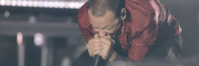 Chester Bennington singing on stage