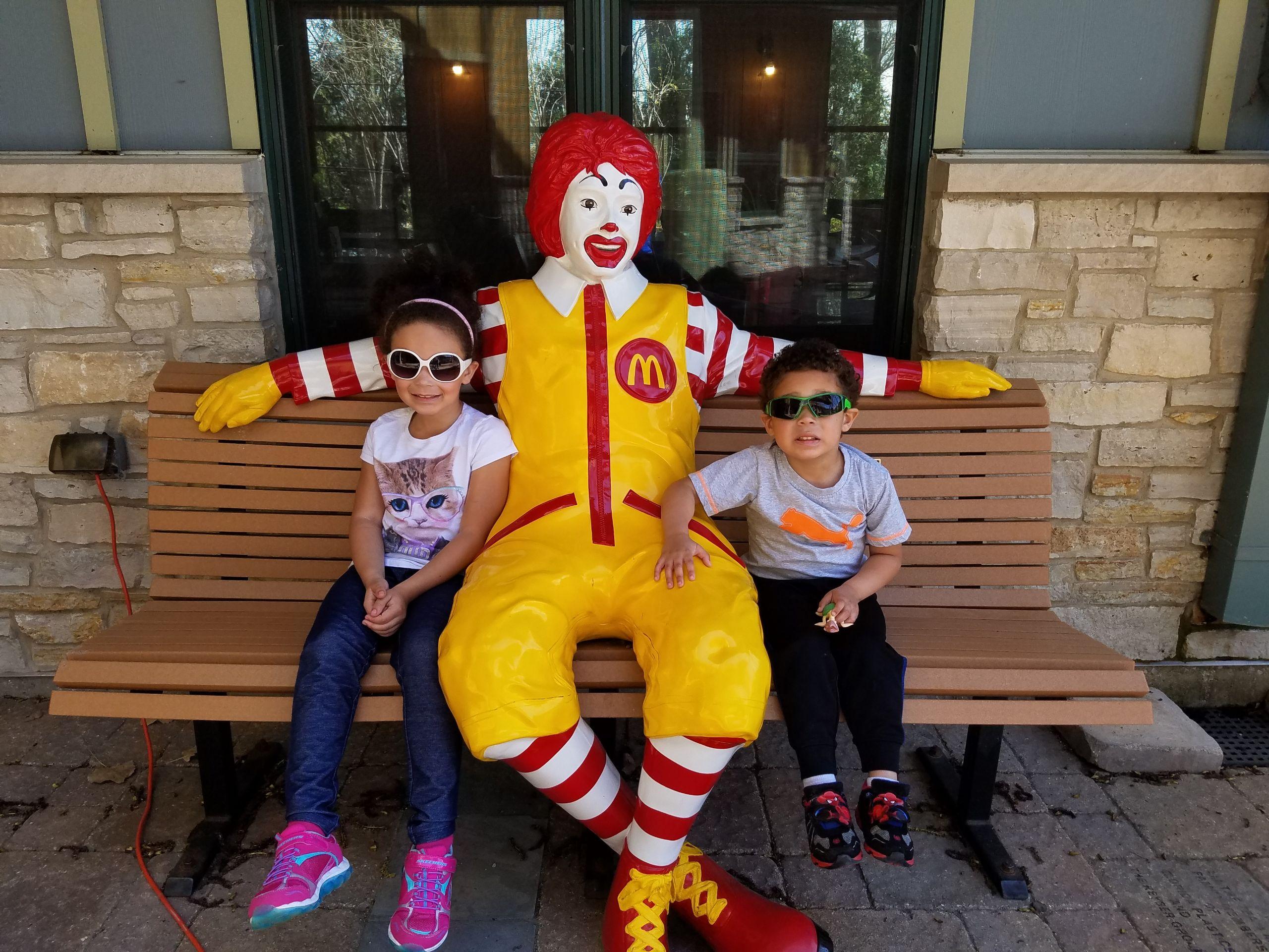 kids with ronald mcdonald
