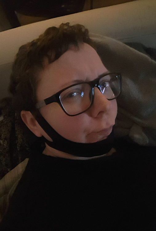 woman with support strap around jaw and head