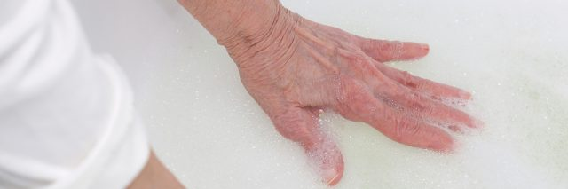 Senior woman between 70 and 80 years old wants to take a bath.